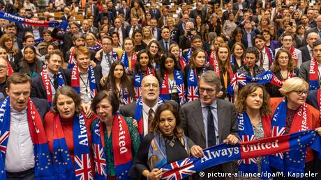 Brexit-Vertrag im Europaparlament gebilligt (picture-alliance/dpa/M. Kappeler)