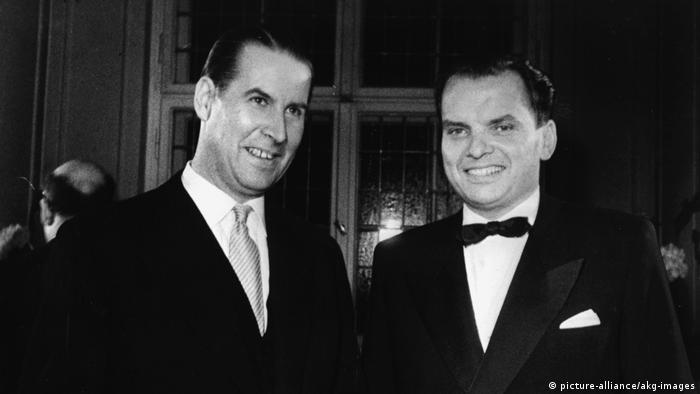 Alfred Bauer i tadašnji ministar unutarnjih poslova Gerhard Schröder (CDU) u lipnju 1956. godine u Berlinu