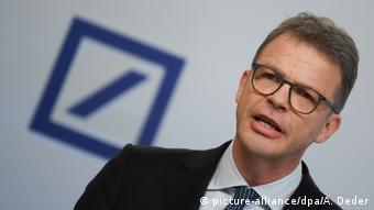 Τα χειρότερα πέρασαν υπόσχεται ο επικεφαλής της Deutsche Bank