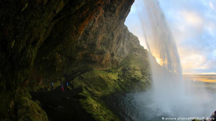 Водопада Селяландсфос в Исландия