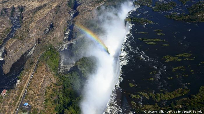 Zambia and Zimbabwe Victoria Falls (picture-alliance/Arco Images/F. Scholz)