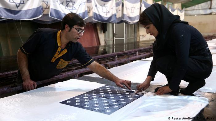 Iran Fabrik stellt Flaggen zum Verbrennen her (Reuters/WANA/N. Tabatabaee)