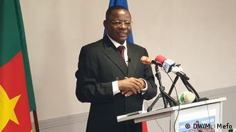 Der kamerunische Oppositionspolitiker Maurice Kamto spricht am 30. Januar 2019 in Paris vor den Medien