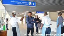 Tansania | Julius Nyerere International Airport - Passagiere werden auf Corona Virus überprüft