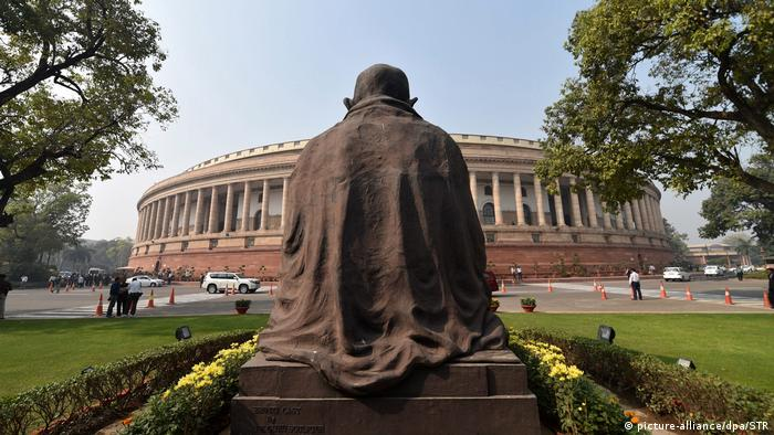 Indien Parlament Gebäude (picture-alliance/dpa/STR)