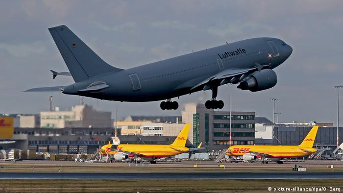 Luftwaffe plane takes off from Cologne/Bonn Airport (picture-alliance/dpa/O. Berg)