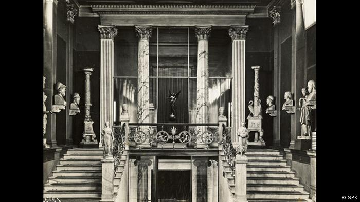 large hall with two stairways, busts and a statue (SPK)