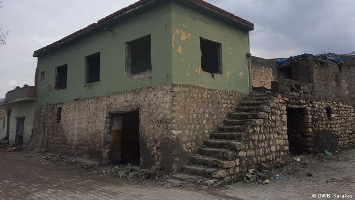 Kale mahallesinin sokakları, vatandaşların tahliyesiyle sessizliğe gömülmüş.
