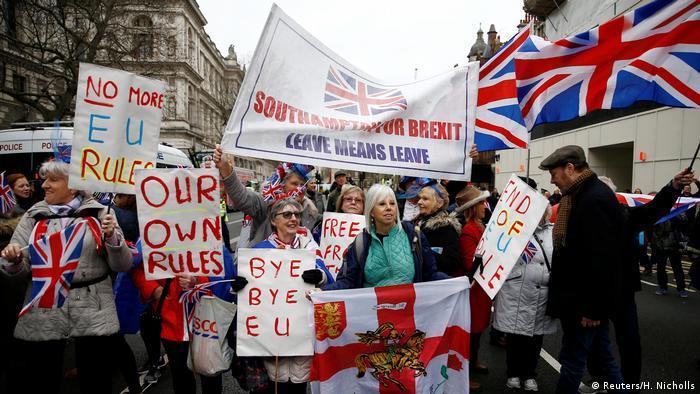 Демонстранты в Лондоне празднуют Брекзит