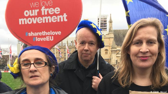 Zagovornici EU pred zgradom parlamenta u Londonu