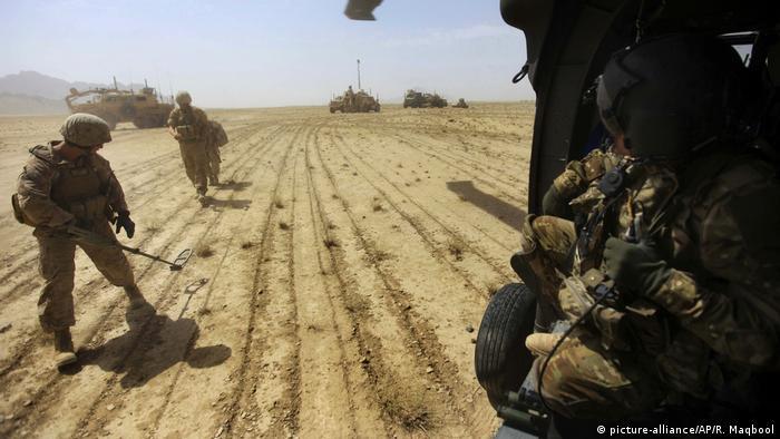 مفرزة هندسة امريكية تبحث عن الغام في افغانستان (صورة من الأرشيف)