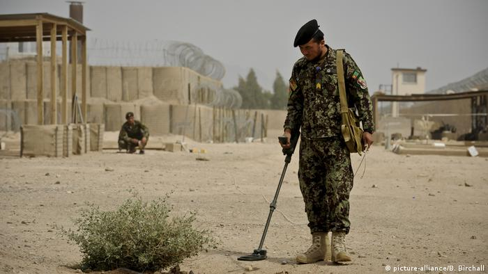 US-Minenräumdienst in Afghanistan (picture-alliance/B. Birchall)