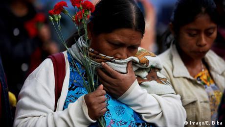 Symbolbild: Mayan erinnern an Massaker (Imago/E. Biba)