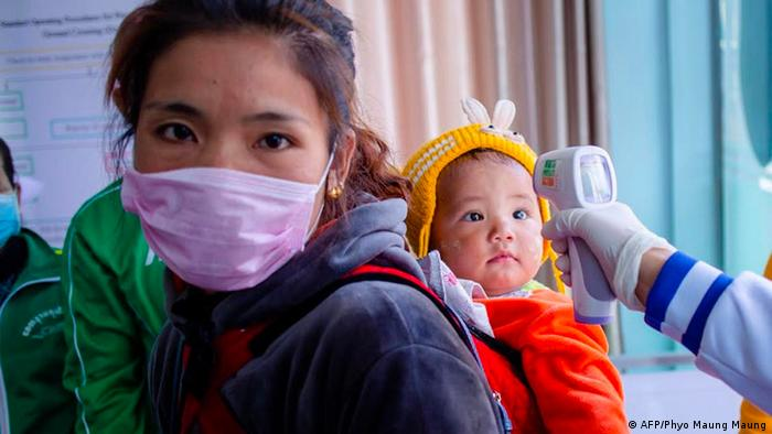 BdTD Myanmar Muse Grenze zu China Temperaturkontrolle bei Kind (AFP/Phyo Maung Maung)