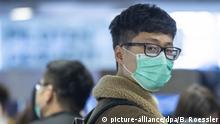 Deutschland Frankfurt am Main | Flughafen | Flugpassagiere mit Mundschutzmasken