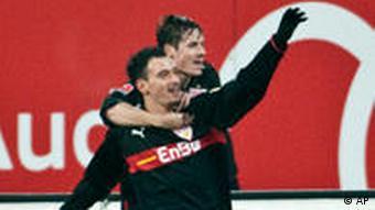 Gebhart (v.) bejubelt mit Celozzi sein Tor zum 1:0 für den VfB. (Foto: apn)