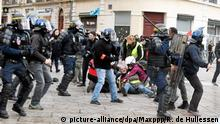 01.02.2020, Frankreich, Montpellier: ©PHOTOPQR/LE MIDI LIBRE/RICHARD DE HULLESSEN ; MONTPELLIER ; 01/02/2020 ; PHOTO PQR / MIDI LIBRE / R DE HULLESSEN MONTPELLIER / MANIF NATIONALE DES GILETS JAUNES / POLICE / CRS / CASSE / ARRESTATION - Yellow Vests Take Part in 64th Week of Protests in France Pictures shows the heavy presence of protesters in the streets of Montpellier. Foto: Richard De Hullessen/MAXPPP/dpa |