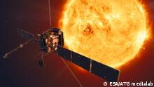 Artist's impression of ESA's Solar Orbiter spacecraft. ESA's Solar Orbiter mission will face the Sun from within the orbit of Mercury at its closest approach. Quelle: https://sci.esa.int/web/solar-orbiter/-/artist-s-impression-of-solar-orbiter-1 Date: 17 October 2019 Satellite: Solar Orbiter Copyright: ESA/ATG medialab
