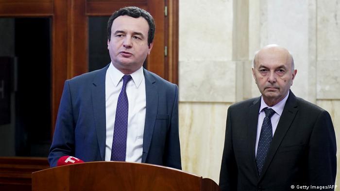 Альбін Курті (ліворуч) та Іса Мустафа домовилися про створення урядової коаліції в Косові