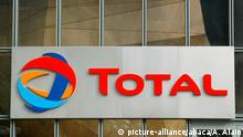 Logo Total am Hauptsitz in Paris