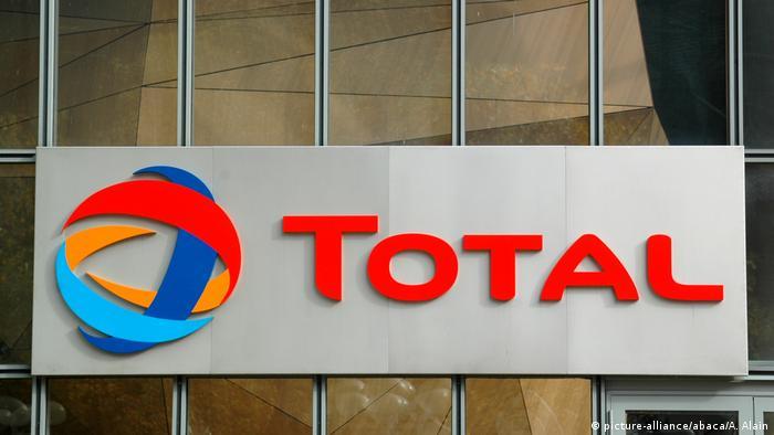 Logo Total am Hauptsitz in Paris