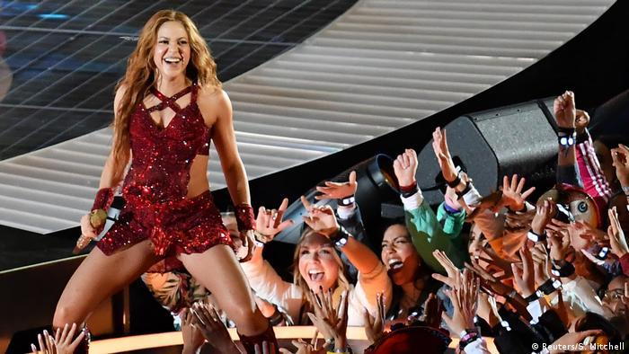 Die kolumbianische Pop-Sängerin Shakira performt beim Super Bowl 2020
