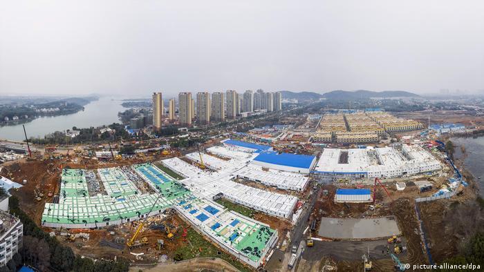 China, Wuhan: Notfall-Krankenhaus in zehn Tagen erbaut (picture-alliance/dpa)