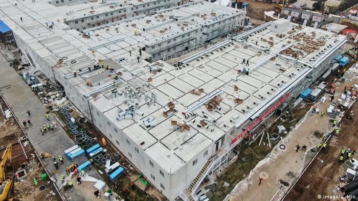 China, Wuhan: Notfall-Krankenhaus in zehn Tagen erbaut (Imago/C. Min)