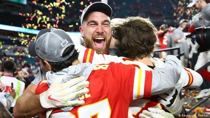 El capitán del Kansas City festeja luego de que su club venciera al San Francisco 49ers. (2.01.2020).