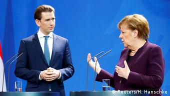 Παραμένουν οι διαφωνίες Μέρκελ-Κουρτς στο προσφυγικό, όπως φάνηκε στη συνάντηση του Βερολίνου