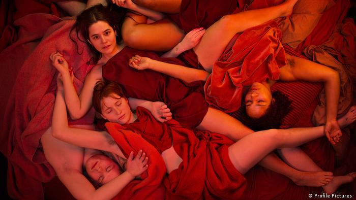 Escena de la Serie Sex de Amalie Næsby Fick (Profile Pictures )