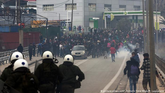 Police clash with refugees on Lesbos