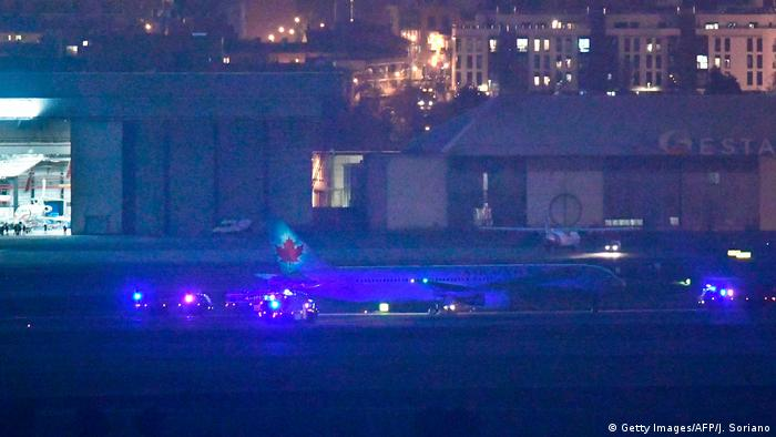 Spanien Madrid Internationaler Flughafen Barajas   Notlandung Air Canada Flugzeug (Getty Images/AFP/J. Soriano)