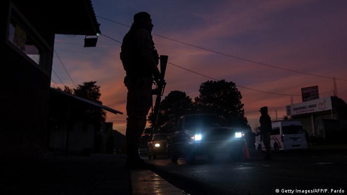 Foto simbólica de un policía en Michoacán