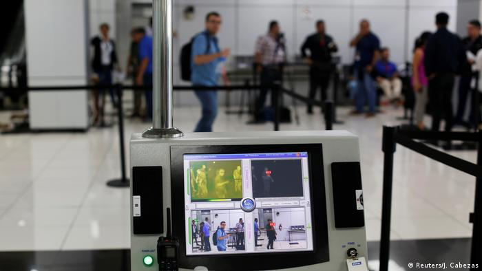 Thermographic imaging of air travellers in El Salvador