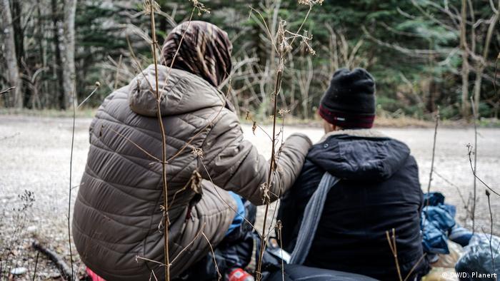 زن مهاجری با فرزندش در بوسنیا