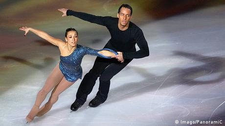 Sarah Abitbol performs on the ice with her partner in 2002 (Imago/PanoramiC)