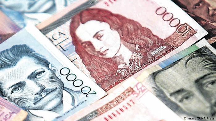 En 1995 se puso en circulación el billete de 10.000 pesos con la imagen de una heroína de la Independencia de Colombia, Policarpia Salavarrieta. Conocida como la Pola, fue espía de las fuerzas independentistas durante la Reconquista española. Nació en 1795, trabajó como costurera y maestra, y fue arrestada y ejecutada en la Plaza Mayor de Bogotá por un Consejo de Guerra del Reino de España.