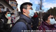 31.01.2020, Bayern, Füssen: Touristen aus Taiwan tragen nahe des Schlosses Neuschwanstein Mundschutz. Foto: Karl-Josef Hildenbrand/dpa +++ dpa-Bildfunk +++ | Verwendung weltweit