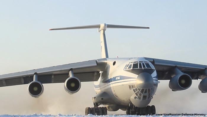 Le transporteur militaire Ilyushin-76 utilisé pour l'évacuation des citoyens russes