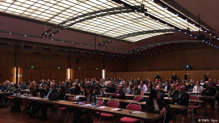 Nitelikli İş Gücü Göç Yasası hakkında Köln Ticaret ve Sanayi Odası'nda bilgilendirme toplantısı düzenlendi.
