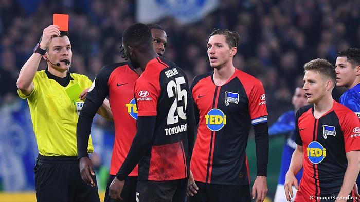 Fußball DFB Pokal   Schalke 04 vs Hertha BSC