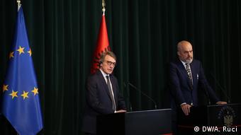 Albanien, Tirana: Davide Sassoli im Parlament (DW/A. Ruci)