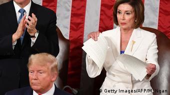 Nancy Pelosi drze tekst przemówienia Donalda Trumpa