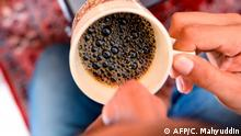 This photo taken on December 10, 2019 shows coffee roasted with marijuana being served in Banda Aceh, Aceh province. - The contraband mixture of cannabis and coffee is a hit with locals and buyers in other parts of the Southeast Asian archipelago, who pay 1.0 million rupiah (75 USD) for a kilo of it. (Photo by CHAIDEER MAHYUDDIN / AFP) / TO GO WITH Indonesia-drug-culture-crime,FOCUS by Haeril HALIM