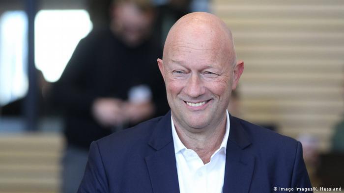 Uśmiechnięty Thomas Kemmerich (FDP)