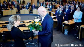 Συγχαρητήρια και λουλούδια για τον Τόμας Κέμεριχ στη Βουλή της Θουριγγίας