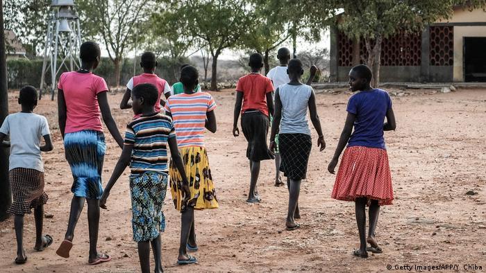 Schülerinnen in Uganda (Symbolbild)