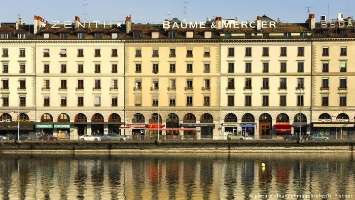 Schweiz Genf Häuserzeile am Quai des Bergues