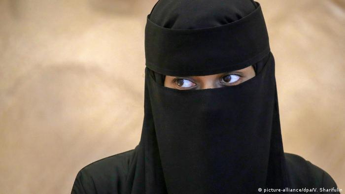 Al-Ula, Saudi Arabia Frau mit Nikab